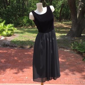 Dresses & Skirts - Vintage Black Velvet & Chiffon Dress